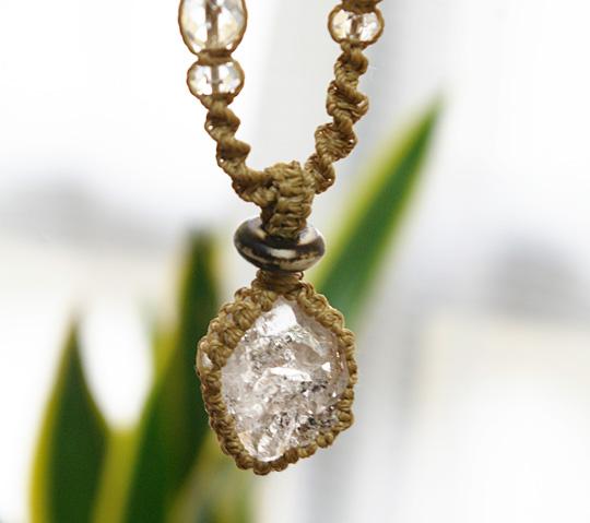 ハーキマーダイヤモンド 原石水晶マクラメ編みネックレス