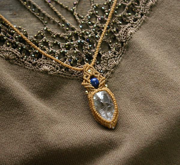 水晶原石マクラメ編みペンダントネックレス