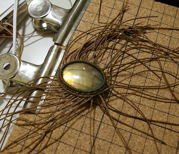 ダブル巻き マクラメ編みペンダントの作り方