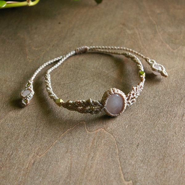 ローズクォーツマクラメ編みブレスレット 天然石アクセサリー