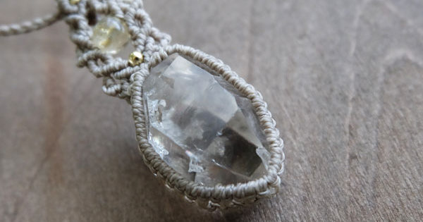 水晶原石アクセサリー マクラメ編みペンダント